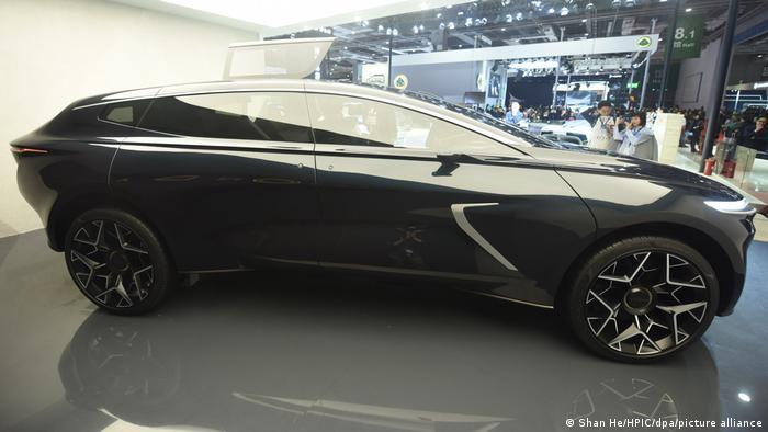 Не время умирать (2021): Aston Martin Rapide E