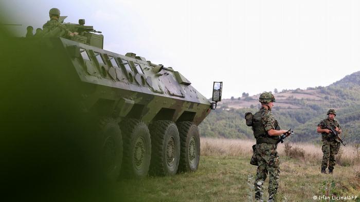 Sırbistan, Kosova sınırındaki askeri gücünü arttırıyor