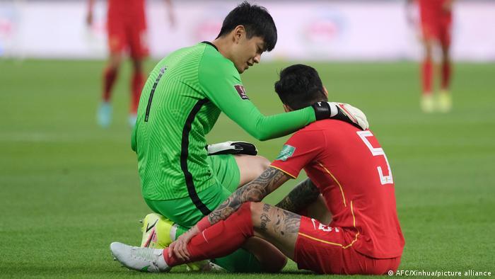打从2002起,中国就没参加过世界杯。面对来年的卡塔尔世界杯赛,前景也相当黯淡。