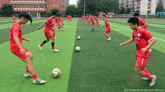 大规模拓展足球训练