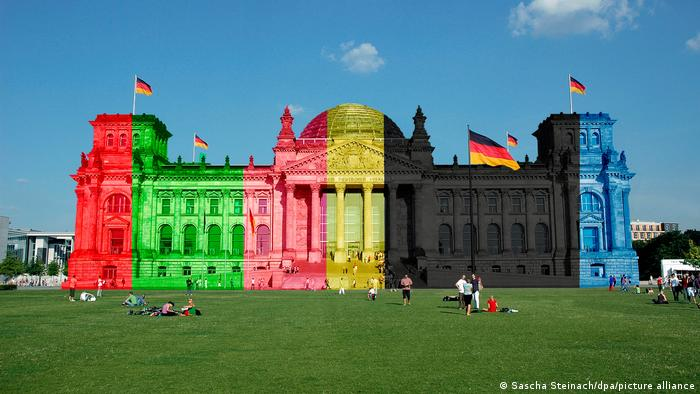 Reichstag building in the parties' colors