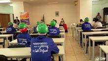 1. Titel: Jugendausbildung in Cabo Delgado 2.Bildbeschreibung: Das von der Europäischen Union finanzierte Programm Mehr Beschäftigung (Programa Mais Emprego) bietet 500 jungen Menschen in Cabo Delgado eine Berufsausbildung. 3. Fotograf: DW 4. Wann wurde das Bild gemacht: 28.09.2021 5.Wo wurde das Bild aufgenommen: Pemba (Mosambik) 6. Schlagwörte: Cabo Delgado, Jungen, Ausbildung, Beschäftigung via Maria João Pinto (Portugiesisch fur Afrika)