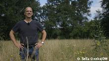 Unternehmer Dirk Gratzel, der bis zu seinem Lebensenden seine persönliche CO2-Bilanz auf null bringen will. Aufgenommen in der Zeche Polsum, eine alte Industriebrache, die Dirk Gratzel auf eigene Kosten renaturiert. ***Juli 2021