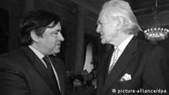 Hilmar Hoffmann (r) und der Oberbürgermeister von Palermo, Leoluca Orlando. (Foto: dpa)