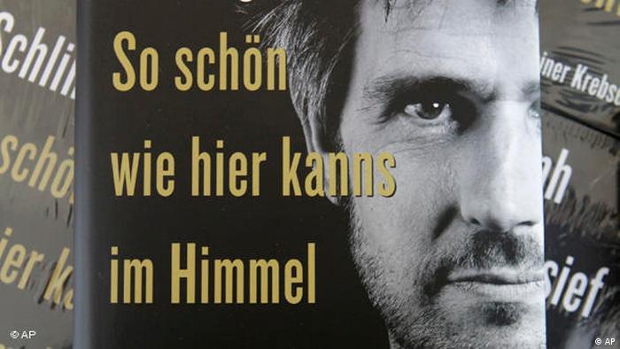 Christoph Schlingensief So schön wie hier kanns im Himmel gar nicht sein. Das schwarz-weiße Cover des Bestsellers zeigt ein Porträt von Schlingensief.  (Verlag Kiepenheuer& Witsch)
