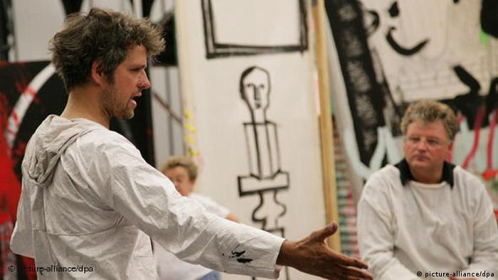 Schlingensief inszeniert Wagners Parsifal in Bayreuth 2004. Bei den Proben.