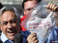 Presidente do Chile, Sebastian Piñera, comemora mensagem dos mineiros: 'Estamos bem'