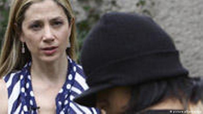 Mira Sorvino trifft Opfer von Menschenhandel (picture alliance/dpa)