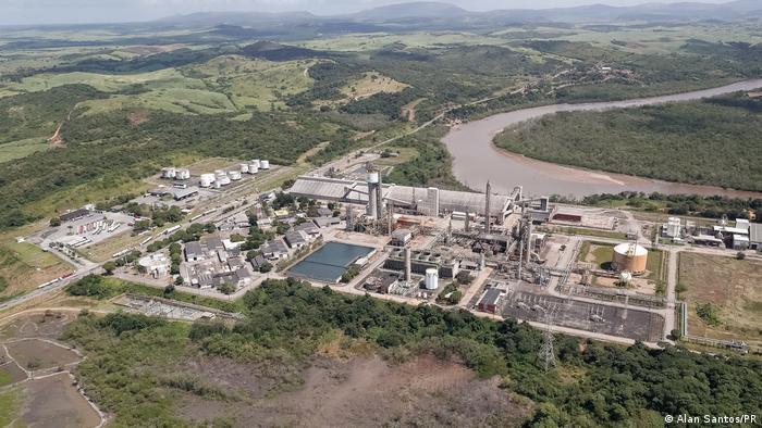 Vista aérea da usina termelétrica Porto de Sergipe O Brasil teve recorde na geração de eletricidade em centrais termelétricas em agosto deste ano. Dados do Operador Nacional do Sistema Elétrico (ONS) mostram que 14.143 gigawatts-hora (GWh) foram produzidos no período, 12% a mais que o total registrado em 2015. País tem atualmente em operação 3.099 centrais térmicas, segundo estimativa da Agência Nacional de Energia Elétrica (Aneel). (30/09)