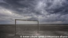 Tor am Strand, Wolkenhimmel, Schiermonnikoog, Friesland, Niederlande, Europa