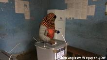 30.9.2021 Äthiopien Bonga | : Zenebech Mulate casts her vote in the second phase of the Ethiopia's elections,