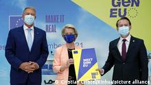 (210927) -- BUCHAREST, Sept. 27, 2021 (Xinhua) -- European Commission President Ursula von der Leyen (C) poses with Romanian President Klaus Iohannis (L) and Romanian Prime Minister Florin Citu at a press conference in Bucharest, Romania, on Sept. 27, 2021. The European Commission (EC) decided to give the green light to Romania's National Recovery and Resilience Plans (NRRP), its president Ursula von der Leyen told a joint press conference here on Monday with Romanian President Klaus Iohannis and Prime Minister Florin Citu. (Photo by Cristian Cristel/Xinhua)