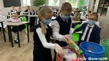 A recycling class with school children in Russia. Schlagwörter: Russia, global ideas, recycling.