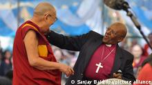 23/04/2015*** dpatopbilder - epa04717711 Retired South African Archbishop Desmond Tutu (R) and Tibetan spiritual leader the Dalai Lama (L) dance at the Tibetan Children's Village school in Dharamsala, India, 23 April 2015. The two spiritual leaders have decided to create 'The Book of Joy,' which is aimed at exploring the topic of joy. Both Nobel Peace laureates will spend a week together, exchanging their experiences about finding joy, with the resulting book scheduled to be published in 2016. EPA/SANJAY BAID +++ dpa-Bildfunk +++