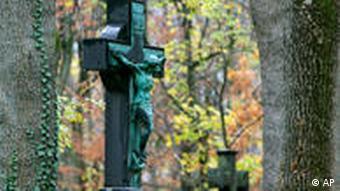 Grabkreuz Friedhof Jesusfigur Kreuz
