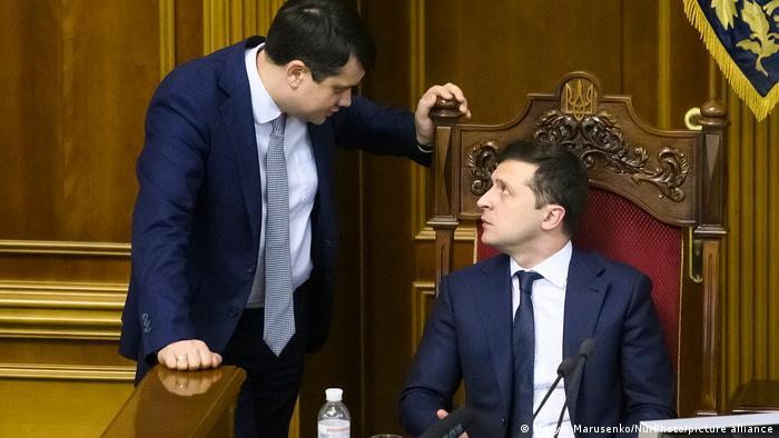 Дмитро Разумков (ліворуч) та Володимир Зеленський