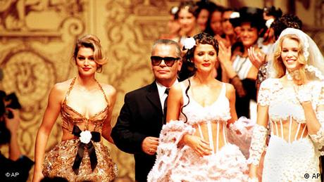 Claudia Schiffer with Cindy Crawford and Karl Lagerfeld (AP)
