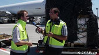Interview Richard Fuchs mit Lufthansa Cargo Pilot Tim Holderer Frankfurt Flughafen