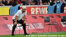 COLOGNE, GERMANY - OCTOBER 01: Steffen Baumgart, Head Coach of 1.FC Koeln looks on during the Bundesliga match between 1. FC Koln and SpVgg Greuther Fürth at RheinEnergieStadion on October 01, 2021 in Cologne, Germany. (Photo by Frederic Scheidemann/Getty Images)