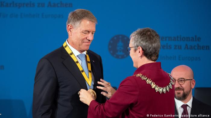 Klaus Iohannis receiving the Charlemagne Prize