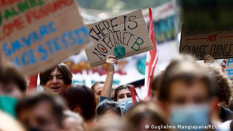 Italien Mailand Protest Klimakrise Global march for climate justice