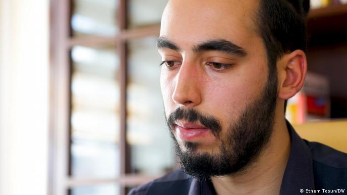 Babası Ayhan Attar, Rusya'daki Rönesans Holding şantiyesinde çalışırken ölen Onur Mennan Attar, Babamın eşyalarını bile aylarca göndermediler. Tutunabileceğim tek şey belki onlardı. diyor.