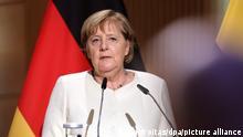 Bundeskanzlerin Angela Merkel (CDU) spricht beim Festakt zum Tag der Deutschen Einheit in der Händel-Halle. In der Saalestadt finden die zentralen Feierlichkeiten zum Tag der Deutschen Einheit statt. Begleitet werden die Festlichkeiten von einer Ausstellung in der Innenstadt, der EinheitsExpo.