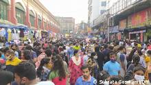 Kolkata, 03.10.2021 Kolkata Puja-Marketing. Despite a recent surge in corona cases, the people of Kolkata are engaged in Puja marketing flouting the social distancing norms.