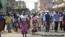 Mitglieder und Unterstützer der RENAMO-Partei bedauern, von der Polizei in Quelimane demobilisiert worden zu sein, wo sie zum 29. Jahrestag des Allgemeinen Friedensabkommens protestierten.