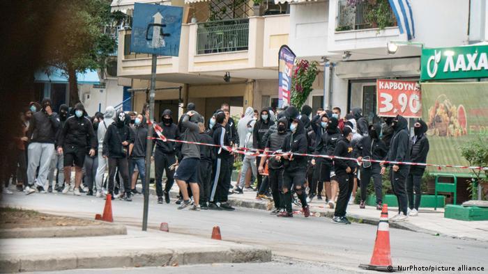 Griechenland Rechte Jugendliche und Hooligans am 1. Oktober in Thessaloniki