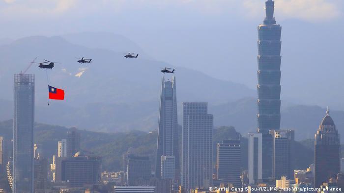 Taiwán denuncia incursión récord de 56 aviones chinos | El Mundo | DW |  05.10.2021