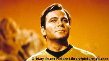 STAR TREK [US TV SERIES 1966 - 1969] WILLIAM SHATNER as Captain James T Kirk STAR TREK [US TV SERIES 1966 - 1969] WILLIAM SHATNER as Captain James T Kirk Date: (Mary Evans Picture Library) || Nur für redaktionelle Verwendung