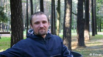 Der belarussischen Journalist Ales Jaroschewitsch lebt im Exil in Polen