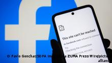 October 5, 2021, Ukraine: In this photo illustration, a message that says This site can't be reached, about an error of internet connection is seen on a smartphone screen with a Facebook logo in the background. Facebook, Instagram and WhatsApp were down and suffered outages, reportedly by media on October 04, 2021. (Credit Image: © Pavlo Gonchar/SOPA Images via ZUMA Press Wire