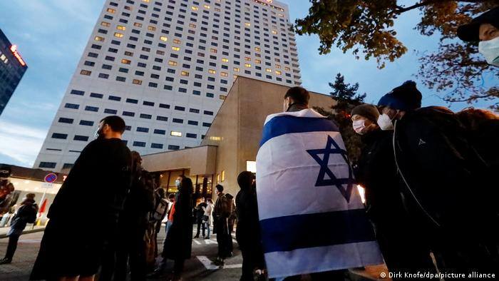 Protesters with Israeli flags outside Leipzig's Westin hotel