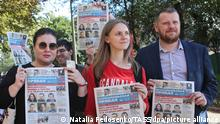 MINSK, BELARUS - SEPTEMBER 4, 2020: Journalists hold issues of the Komsomolskaya Pravda newspaper as they welcome their colleagues released from a temporary detention facility. Six journalists detained on September 1, 2020, while covering an unauthorized protest, were found guilty of participating in an unauthorized rally and sentenced to 3-day arrest. Natalia Fedosenko/TASS