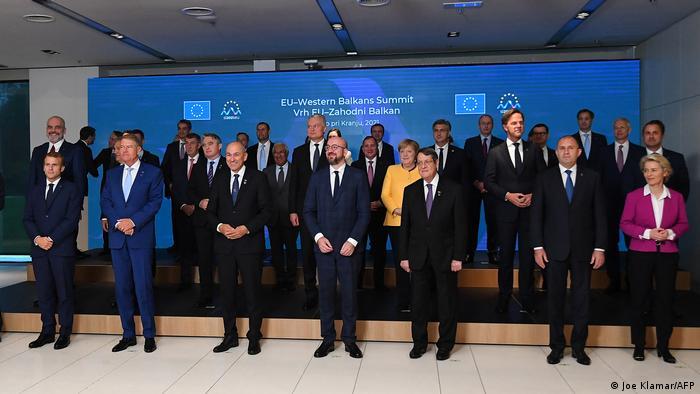 Group photo of EU leaders at summit in Brdo