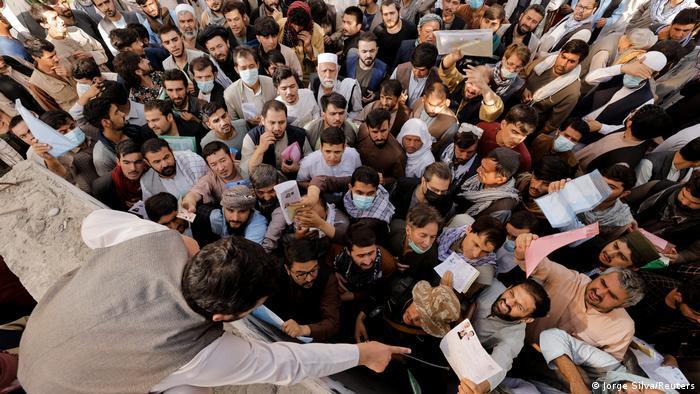 Kabul, Afghanistan   Taliban wollen wieder Pässe ausgeben