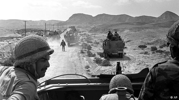 Flash-Galerie Historische Nahostgespräche 1967 Sechstagekrieg Israelis auf dem Sinai (AP)