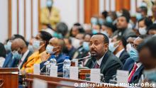 Nach der Widerwahl stellt Premierminister Abiy Ahmed im Parlament sein neues Kabinett vor. Bild samt Copyright und Nutzungsfreigabe geliefert durch DW/Mantegaftot Sileshi Fotos von dem Facebook Account: https://www.facebook.com/PMOEthiopia/posts/1197153197442528