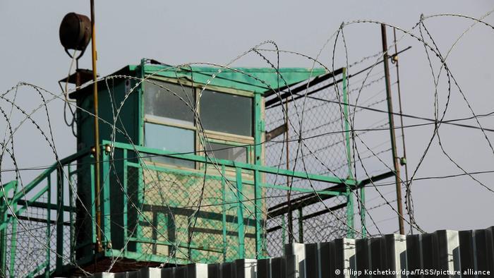 Vídeos de torturas em prisões abalam a Rússia