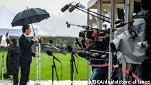 Sebastian Kurz (l), Bundeskanzler von Österreich, trifft zu einem EU-Gipfel im Kongresszentrum Brdo ein und gibt ein Interview. Die Staats- und Regierungschefs der Europäischen Union kommen am 06.10.2021 zusammen, um unter anderen die EU-Beitrittsperspektiven von Albanien, Nordmazedonien, Serbien, Bosnien-Herzegowina, Montenegro und dem Kosovo zu besprechen. +++ dpa-Bildfunk +++