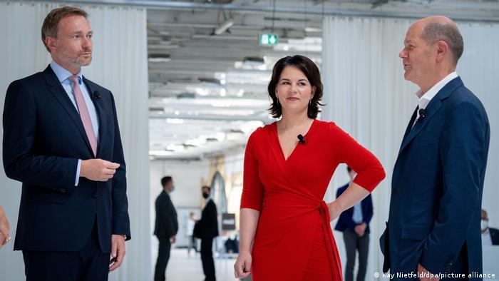 FDP lideri Christian Lindner, Yeşiller Eş Başkanı Annalena Baerbock ve SPD'nin başbakan adayı Olaf Scholz