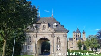 Вход на территорию монастыря Кнехтштеден вблизи Дормагена