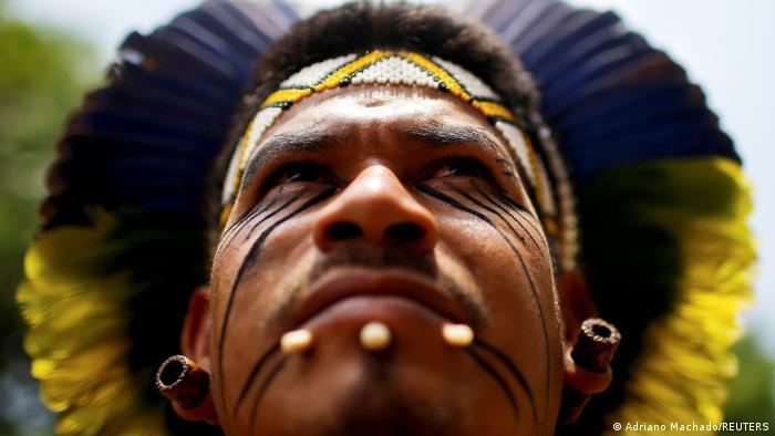 Nijo Maktaksi iz plemena Patakso jedan je od učesnika protesta na kojima se traži priznavanje i podrška starosedilaca na univerzitetima i izražava nezadovoljstvo vladavinom brazilskog predsednika Žaira Bolsonara.