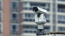 Titel: China - Überwachungsstaat oder Zukunftslabor? Bildbeschreibungen (1-2 Sätze): Filmstil aus 'China -Überwachungsstaat oder Zukunftslabor?' Dokumentation Copyright: ©Studio Hamburg Schlagworte: Dokumentation, China, Überwachung