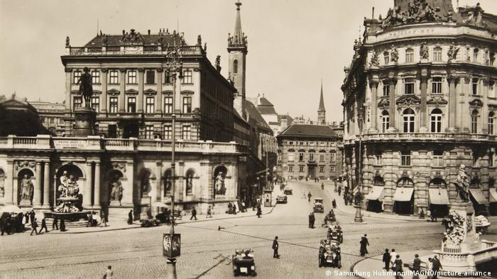 Albertinaplatz in Wien um 1920
