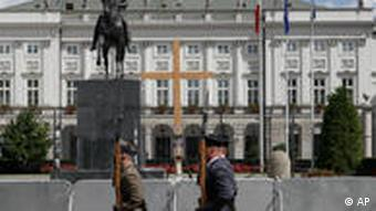 Soldiers with a wooden cross outside the presidential palace