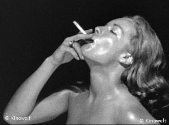 Romy Schneider raucht - Szene aus 'Die Hölle' (Foto: Kinowelt)