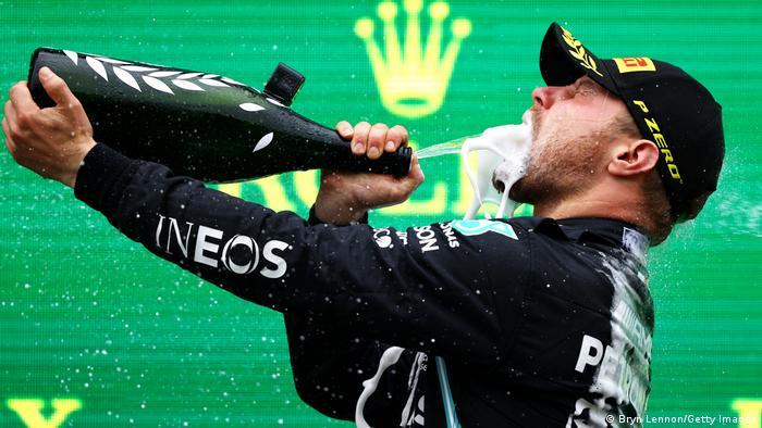 Bottas, zaferini podyumda böyle kutladı.
